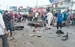 Tài xế container tông hơn 20 xe máy ra trình diện, nghi uống rượu trước tai nạn
