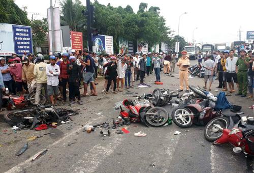 Tạm giữ tài xế container tông hàng loạt xe máy khiến hàng chục người thương vong