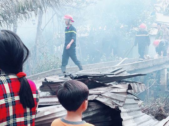 Thiếu niên 17 tuổi trong cơn say đốt nhà mình khiến hàng xóm vạ lây