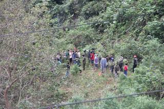Phát hiện thi thể nam giới đầy thương tích nằm bên bờ sông Đakrông