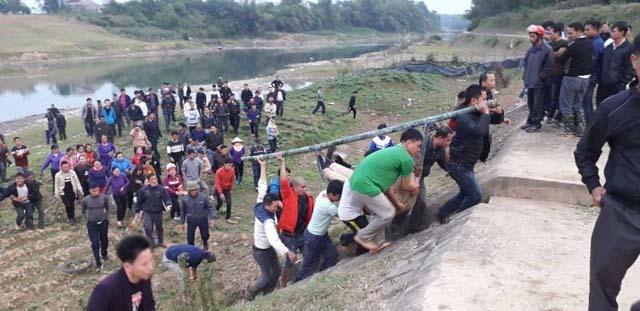 Hiện trường phát hiện thi thể nam thanh niên dưới sông Cầu