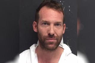 Mỹ: Phát hiện clip nóng của vợ và bạn thân, chồng lôi súng ra bắn 3 người