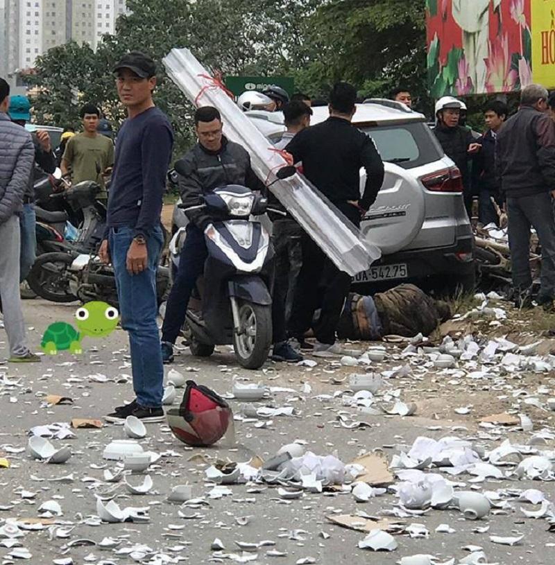 Hiện trường vụ tai nạn rất nhiều đồ sứ bị vỡ vụn