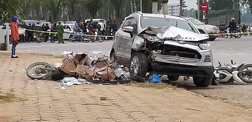 Chiếc ô tô 5 chỗ gây tai nạn