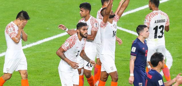 Thái Lan thảm bại trước Ấn Độ Mơ cao ngã nặng