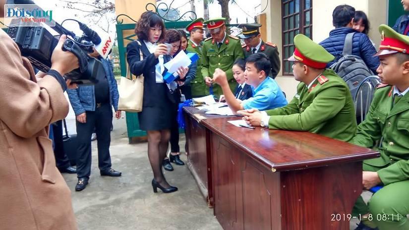 Hoãn phiên toà xét xử vụ chạy thận ở Hoà Bình vì Hoàng Công Lương vắng mặt3