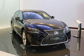 Lexus LS 2019 giá gần 9 tỷ đồng được trang bị công nghệ đặc biệt gì?