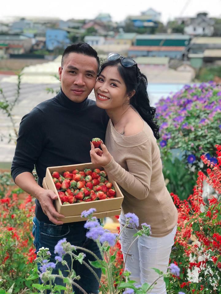 Hết giận hờn, MC Hoàng Linh và chồng khoe ảnh tình tứ, hạnh phúc