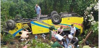 Hiện trường vụ lật xe chở sinh viên thực tập trên đèo Hải Vân