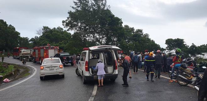 Hiện trường vụ lật xe chở sinh viên thực tập trên đèo Hải Vân6