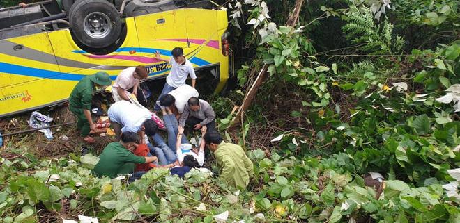 Hiện trường vụ lật xe chở sinh viên thực tập trên đèo Hải Vân3