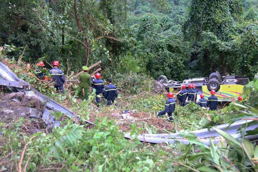 Hiện trường vụ lật xe chở sinh viên thực tập trên đèo Hải Vân2