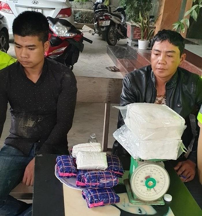 Thanh Hóa: CSGT kiểm tra xe ô tô, phát hiện 2kg ma túy đá