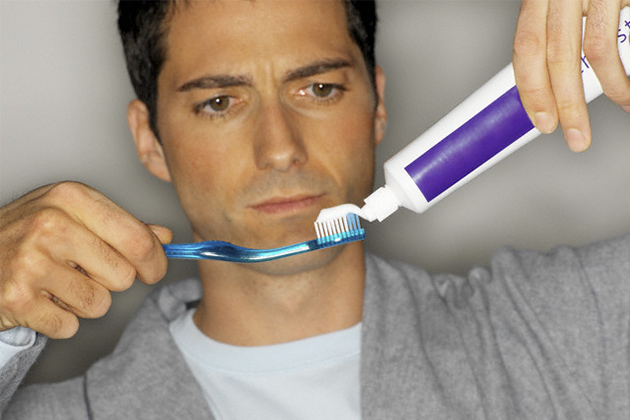 Lười đánh răng, quý ông có nguy cơ bị bất lực gấp 3 lần
