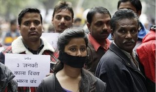 Nữ sinh bị 6 kẻ cưỡng hiếp suốt hai ngày, ném vào rừng gây chấn động Ấn Độ