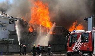 Cháy lớn ở Công ty sản xuất nệm, mút xốp ở Bình Dương