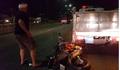Tông vào xe CSGT, đôi nam nữ người nước ngoài bị thương nặng