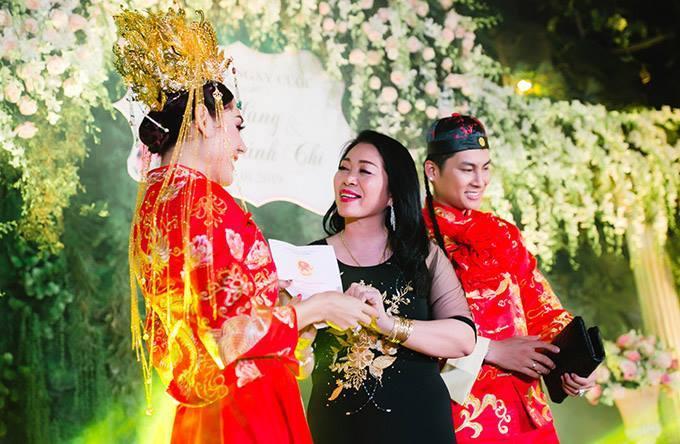 Sau đám cưỡi lỗ nặng, Lâm Khánh Chi được mẹ chồng tặng sổ đỏ 419 m2 đất