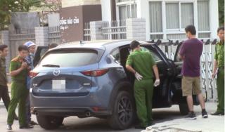 Dừng xe đi vệ sinh bên đường, đôi vợ chồng bị trộm mất 1 tỷ đồng