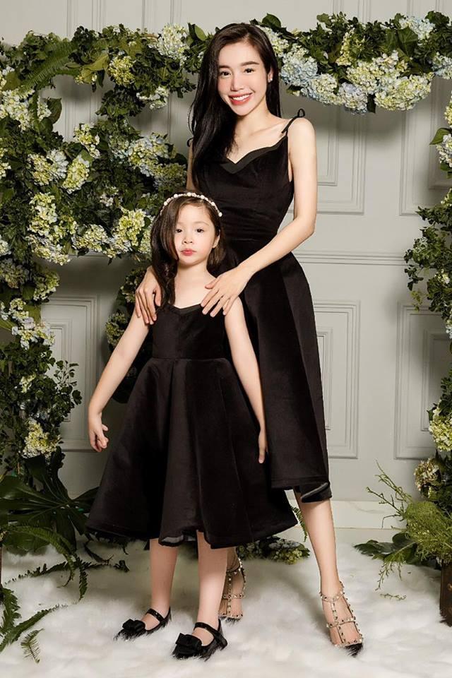 Con gái Elly Trần xinh đẹp đáng yêu khi chụp ảnh cùng mẹ