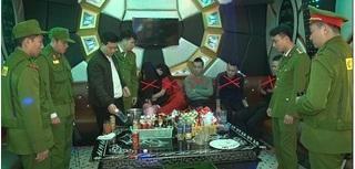 Hà Nam: Bắt quả tang nhóm nam nữ đang 'phê' ma túy trong quán karaoke