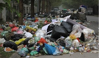Bãi rác Nam Sơn bị phong tỏa, nhiều tuyến phố ở Hà Nội ngập trong rác