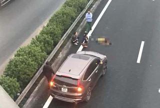 Bỏ qua lời cảnh báo, người đàn ông bị xe tông tử vong trên cao tốc Pháp Vân