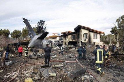 Mới: Hình ảnh thảm khốc máy bay Boeing rơi ở Iran, nhiều người chết