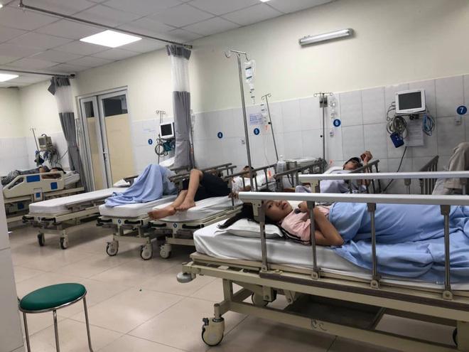 TP. HCM: 10 người nhập viện cấp cứu sau một ngày ăn tiệc nhà hàng
