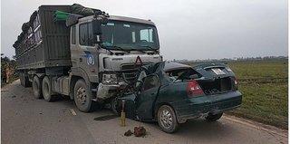 Nam Định: Tông trực diện xe đầu kéo, tài xế ô tô 4 chỗ tử vong trong cabin