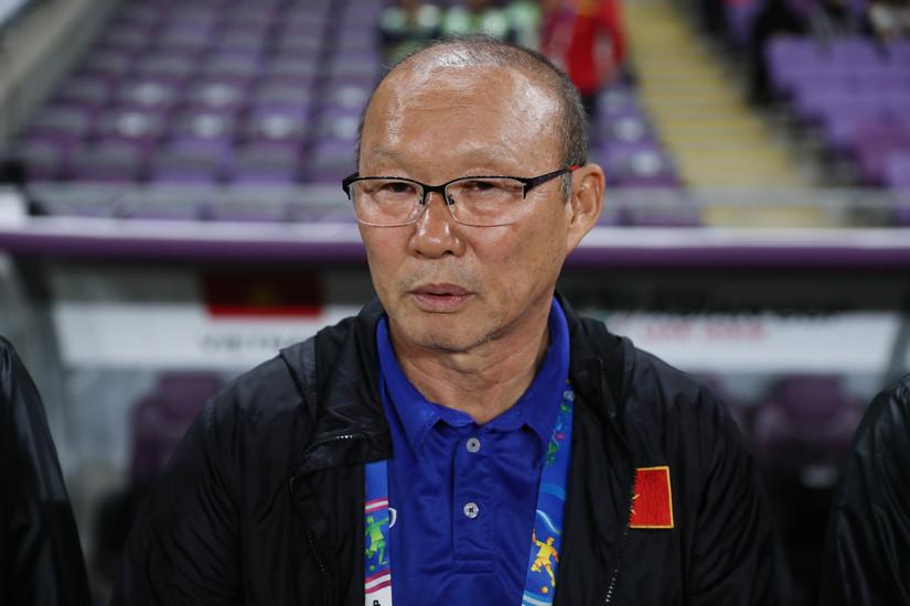 Việt Nam vào vòng trong, Hoàng Bách đổi tên cho HLV Park Hang Seo thành Park-Đang-Son