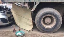Hà Nội: Đang sửa xe bên đường, một người thợ bị ô tô tông tử vong