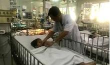 Hóc đầu kèn nhựa đồ chơi, bé 6 tuổi ngưng thở, suýt mất mạng