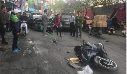 Ô tô 'điên' gây tai nạn liên hoàn trên phố Ngọc Khánh khiến cụ bà tử vong