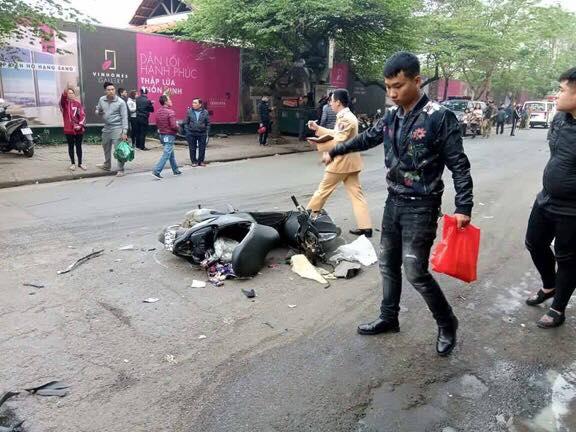 Vụ tai nạn trên khiến nhiều phương tiện hư hỏng