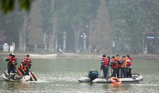 Thanh niên nghi ngáo đá bơi ra giữa hồ Gươm rồi tử vong