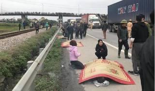 Xe tải lao vào đoàn người đi viếng nghĩa trang, 7 người chết, 6 người nguy kịch
