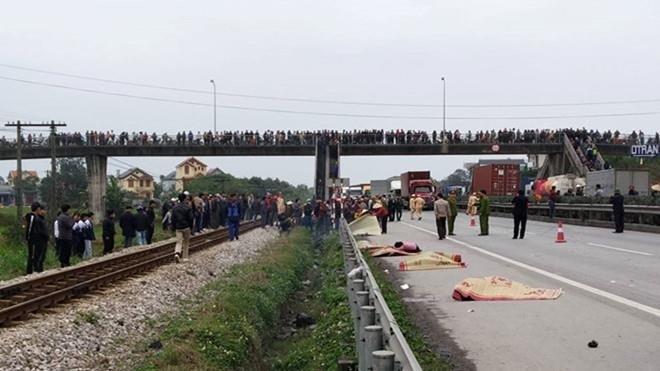 Vụ tai nạn thảm khốc xe tải tông đoàn cán bộ đi thắp hương nghĩa trang trở về khiến 8 người tử vong ở Hải Dương gây xót xa trong dư luận