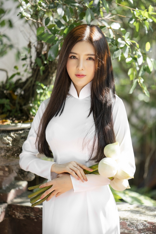 Diễn viên Lilly Luta đẹp trong trẻo với bộ ảnh áo dài đón Xuân