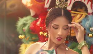 Á hậu Nguyễn Thị Loan diện váy độc đáo, đẹp cá tính đón xuân 2019