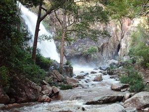Hai chiến sĩ công an cùng bạn tử vong tại thác nước cao nhất tỉnh Khánh Hòa