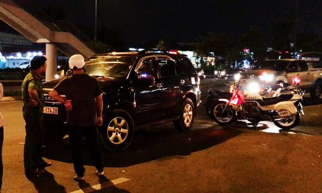 Nồng độ cồn cao, nữ tài xế còn cố thủ trong xe sau khi gây tai nạn