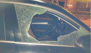 Quên túi xách trong xe Audi, chủ xe bị kẻ gian đập vỡ kính lấy sạch tài sản