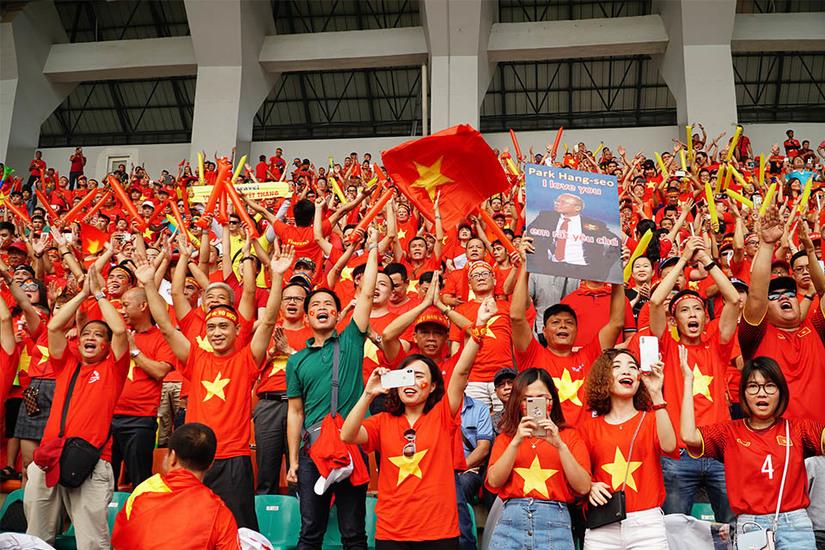 Những lưu ý của bác sĩ dành cho bệnh nhân tim mạch khi cổ vũ tuyển Việt Nam