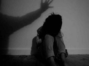 Được nhờ trông nhà giúp, gã đàn ông hiếp dâm con gái 9 tuổi của bạn thân