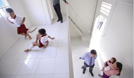 Ba đứa trẻ vụ cha mẹ bị container cán tử vong được tặng 2 căn hộ