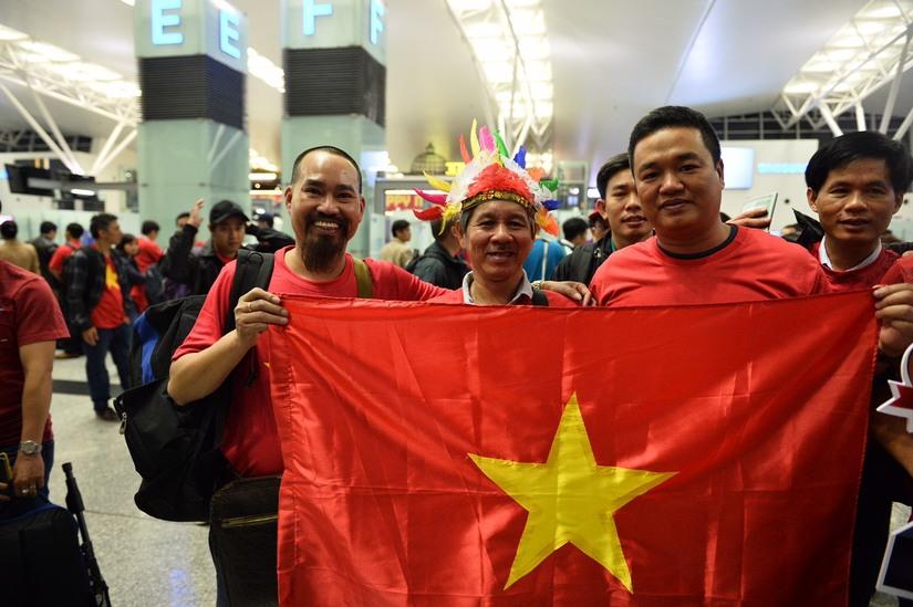 Cụ ông 80 tuổi bay sang Dubai tiếp sức cho đội tuyển Việt Nam