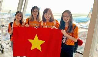 CĐV  nhuộm đỏ sân bay, sang Dubai tiếp sức cho đội tuyển Việt Nam