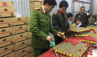 Phát hiện cơ sở sản xuất hàng nghìn lọ sa tế rởm ở Hà Nội