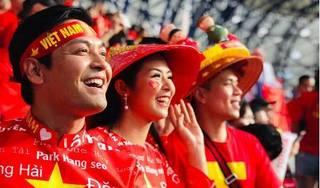 Ngọc Hân, Phan Anh sang Dubai cổ vũ Việt Nam trong trận gặp Nhật Bản